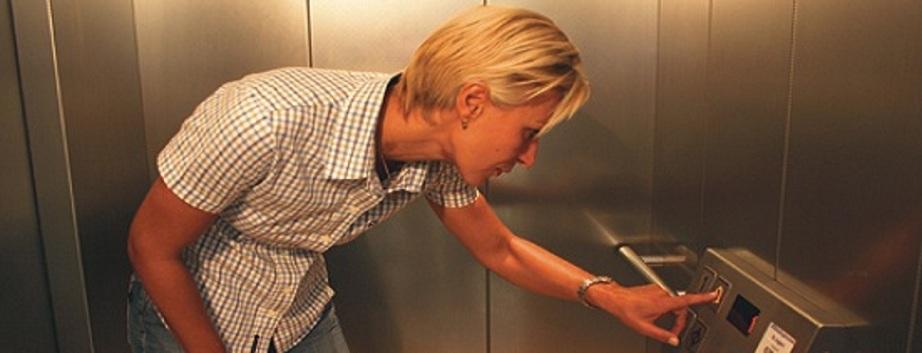 Hilfe auf Knopfdruck durch Aufzugtechnik Burghartz